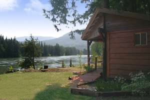 Idaho Riverfront Lodging - The Last Resort Vacation Cabin